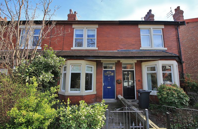 3 Bedrooms Terraced House for sale in 17 Park Road, Poulton-Le-Fylde, FY6 7JD