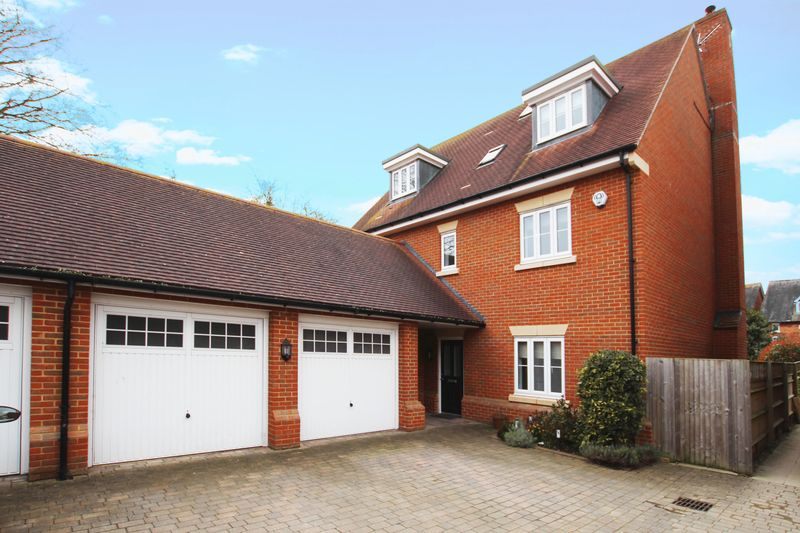 5 Bedrooms Detached House for sale in St Katherines, Wantage