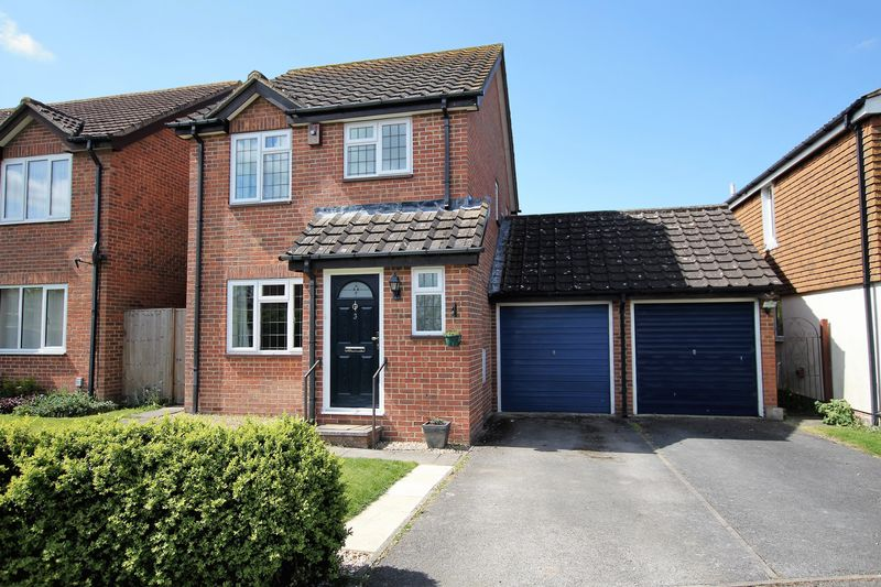 3 Bedrooms Detached House for sale in Blenheim Gardens, Wantage
