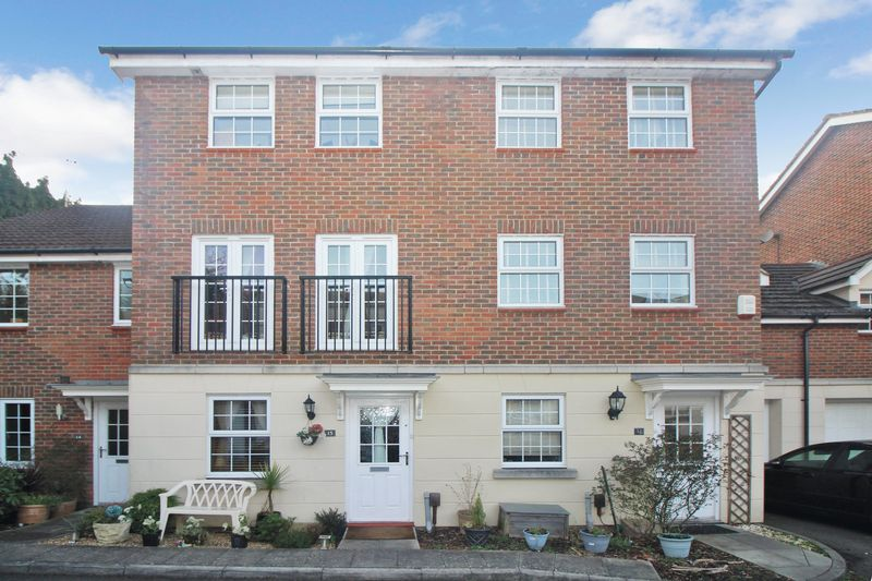 4 Bedrooms Terraced House for sale in Pound Hill, Crawley