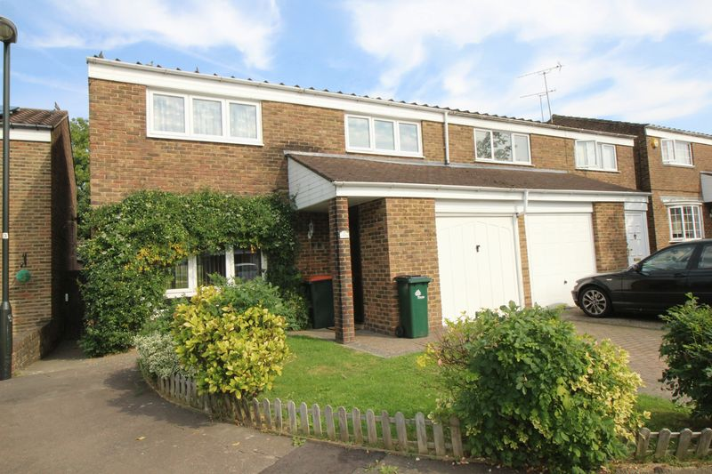 4 Bedrooms Terraced House for sale in Bedale Close, Crawley