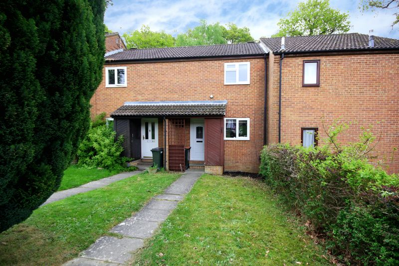 2 Bedrooms Terraced House for sale in Greenways Walk, Tollgate Hill, Crawley