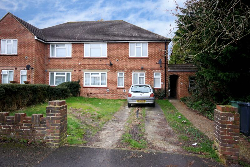 2 Bedrooms Flat for sale in Horley