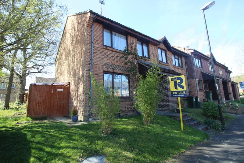 3 Bedrooms Terraced House for sale in Capsey Road, Crawley