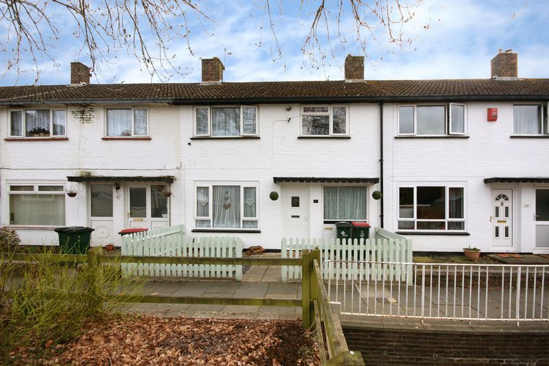 3 Bedrooms Terraced House for sale in Nuthurst Close, Crawley