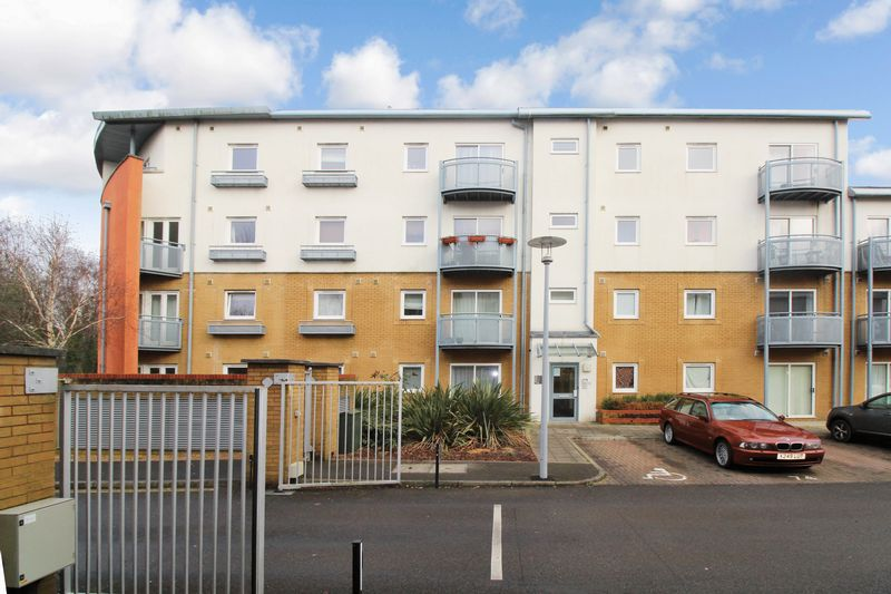 1 Bedroom Flat for sale in Trafalgar Gardens, Crawley