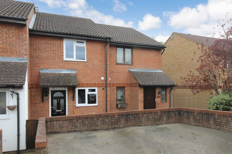 2 Bedrooms Terraced House for sale in Palmer Road, Crawley
