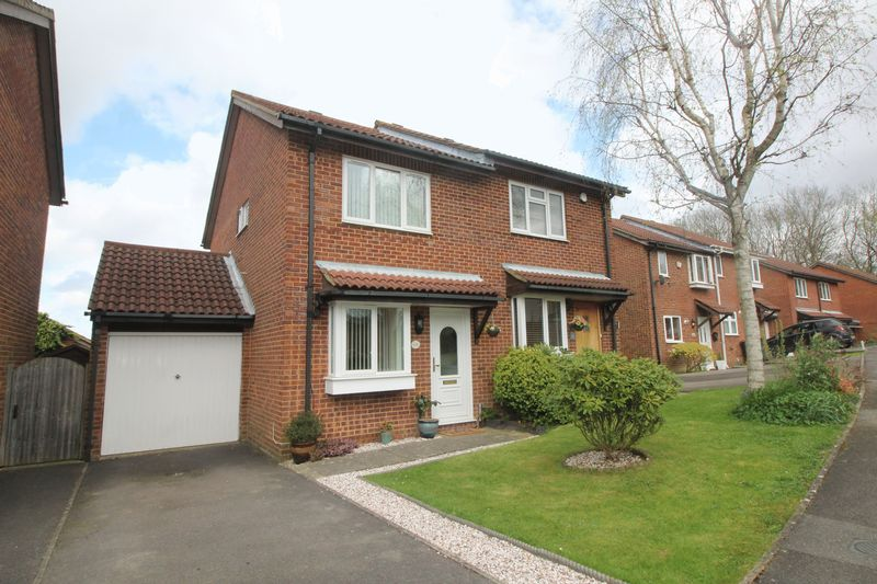 2 Bedrooms Semi Detached House for sale in Ranmore Close, Crawley