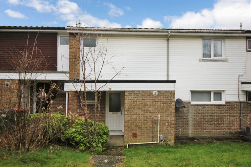 3 Bedrooms Terraced House for sale in Broadfield, Crawley.