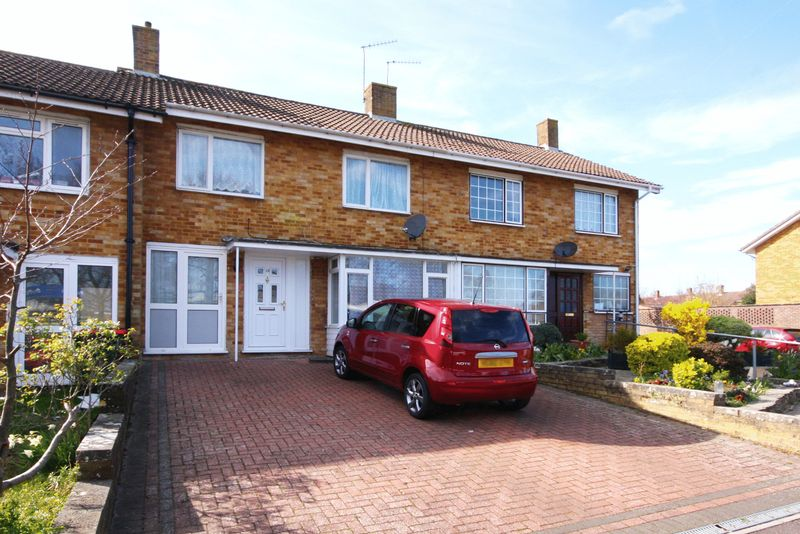 3 Bedrooms Terraced House for sale in Barrington Road, Crawley