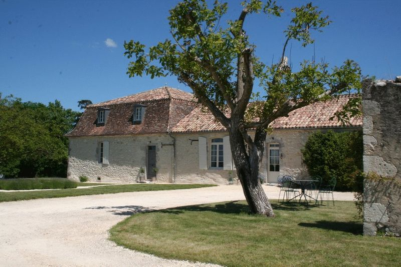 Renovated Maison de Maitre with views