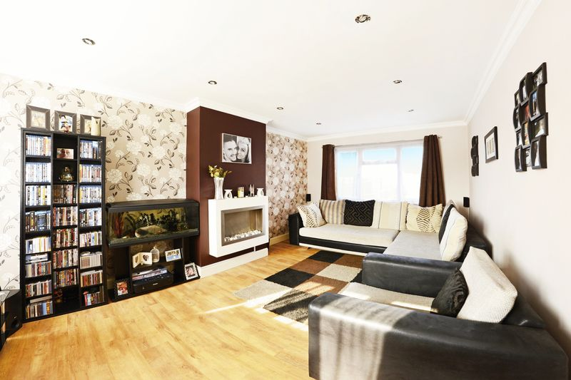 2 Bedrooms Semi Detached House for sale in Frobisher Avenue, Poole, BH12.