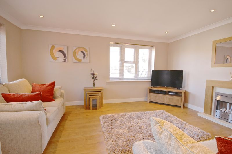 3 Bedrooms Detached House for sale in Twyford Way, Poole, BH17.