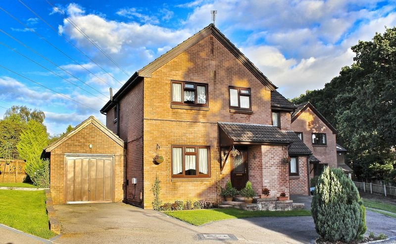 4 Bedrooms Detached House for sale in Clover Drive, Creekmoor, Poole, BH17.