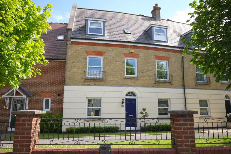 4 Bedrooms Terraced House for sale in Thomas Hardye Gardens, Dorchester, DT1