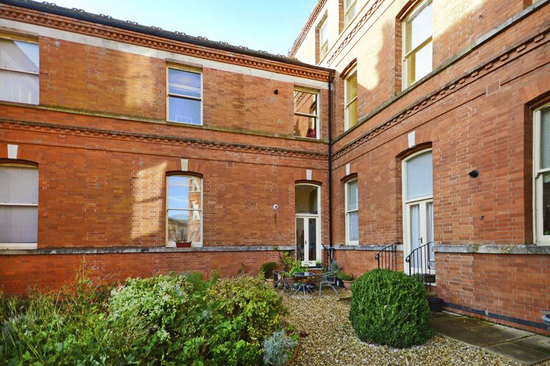 1 Bedroom Flat for sale in Charlton Down, DT2