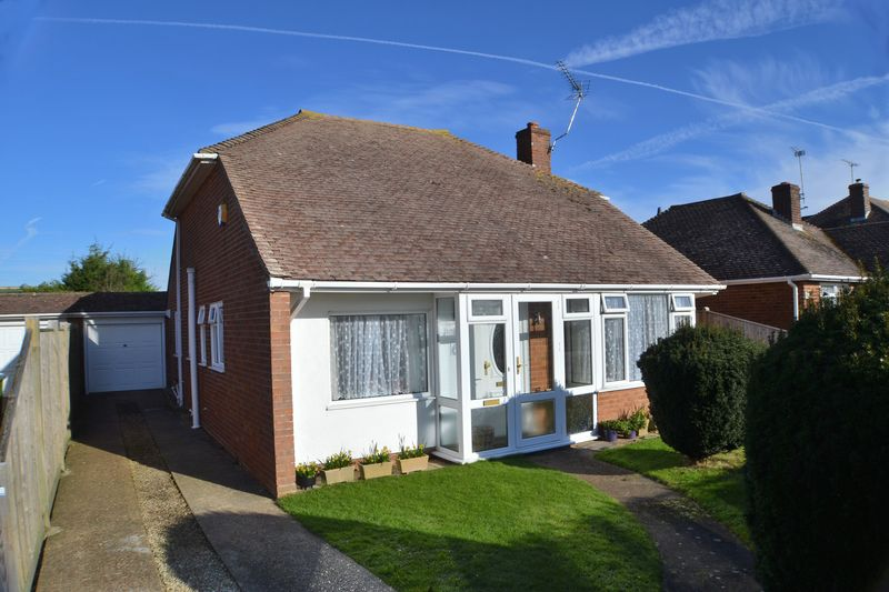 2 Bedrooms Detached Bungalow for sale in SINGLETON CRESCENT