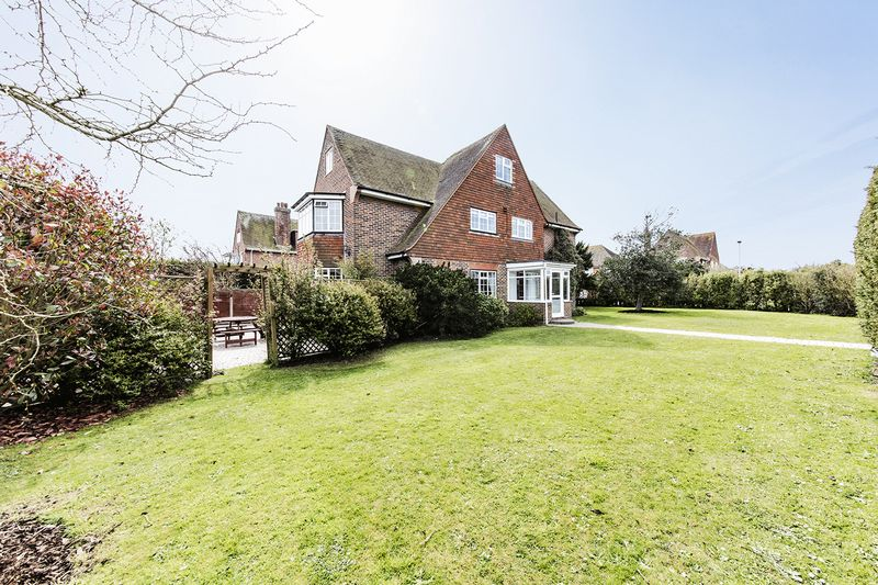 6 Bedrooms Detached House for sale in GORING HALL