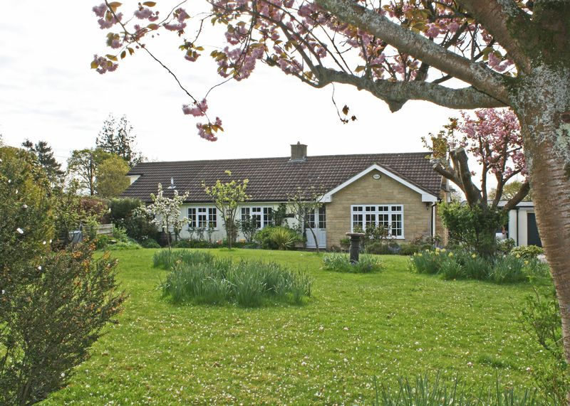 3 Bedrooms Detached Bungalow for sale in Woodlands Close, Offwell