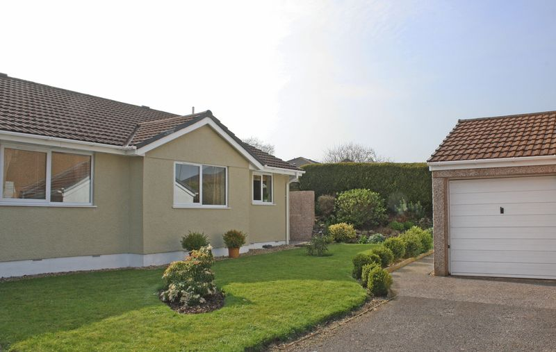 2 Bedrooms Semi Detached Bungalow for sale in Catalina Close, Honiton