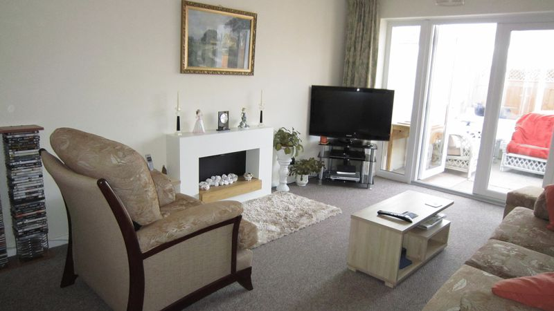 1 Bedroom Semi Detached Bungalow for sale in Fairbourne Way, Coundon, Coventry