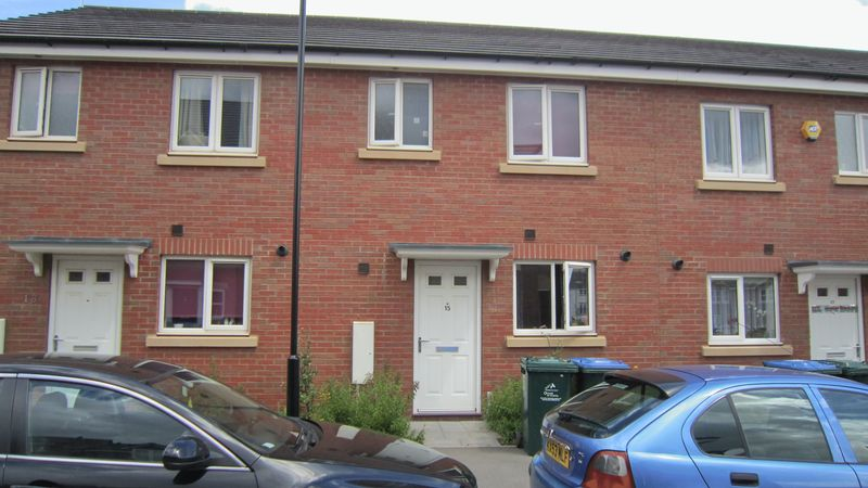 3 Bedrooms Terraced House for sale in Gibraltar Close, Stoke, Coventry