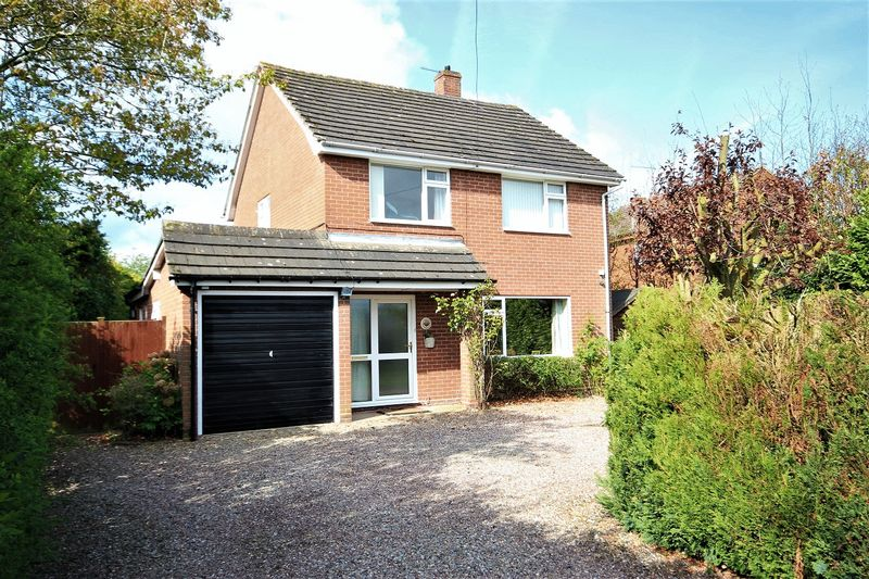 3 Bedrooms Detached House for sale in School Lane, Bronington