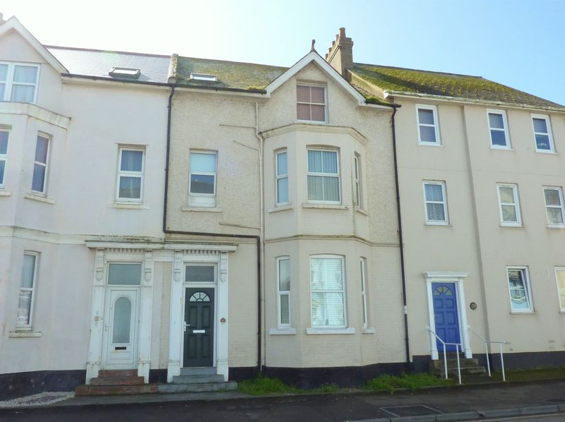 2 Bedrooms Flat for sale in Harbour Road, Seaton