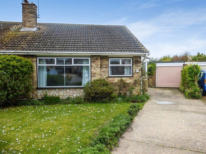 2 Bedrooms Semi Detached Bungalow for sale in Oulton Broad