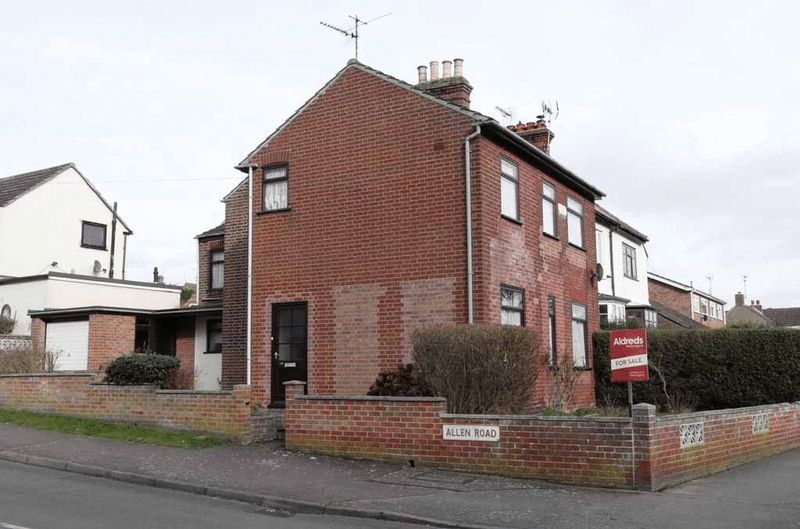 3 Bedrooms Detached House for sale in Oulton Broad