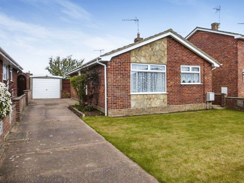3 Bedrooms Detached Bungalow for sale in Oulton Broad