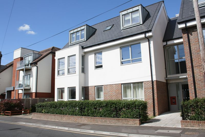 2 Bedrooms Flat for sale in Denne Road, Horsham