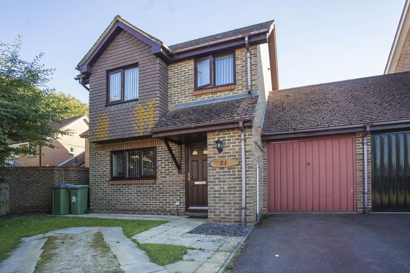 2 Bedrooms Detached House for sale in Bignor Close, Horsham