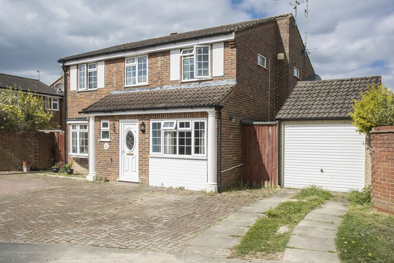5 Bedrooms Detached House for sale in Groombridge Way, Horsham