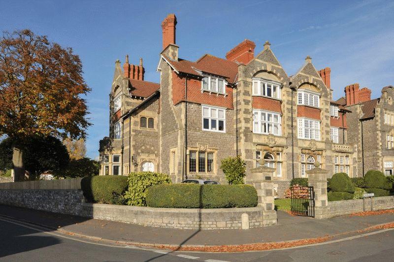 3 Bedrooms Flat for sale in Downleaze, Stoke Bishop