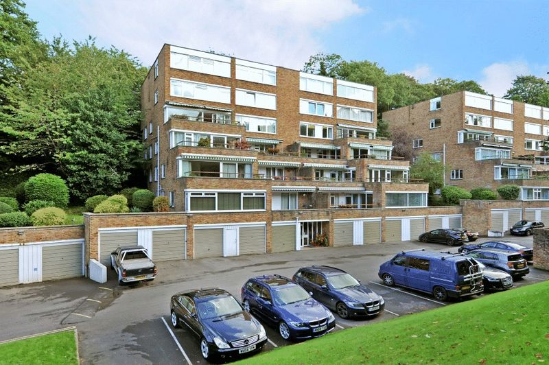 3 Bedrooms Flat for sale in Avon Way, Stoke Bishop