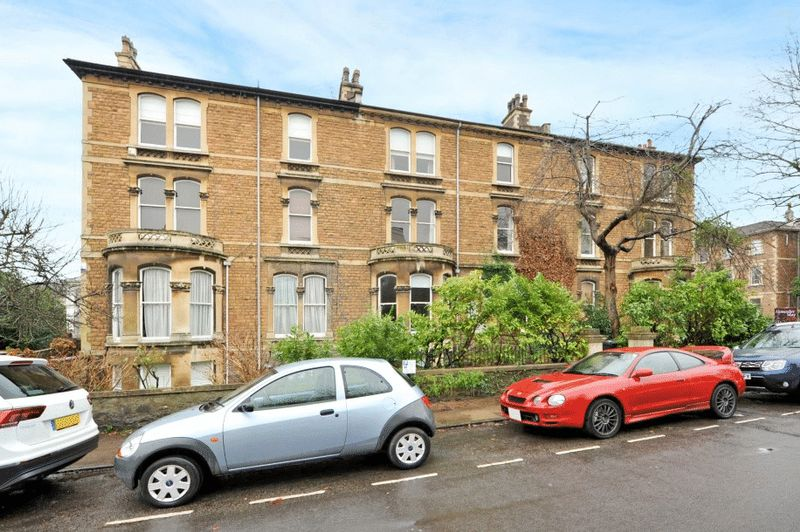 2 Bedrooms Flat for sale in Oakfield Road, Clifton