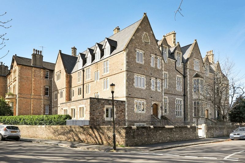2 Bedrooms Flat for sale in College Fields, Clifton