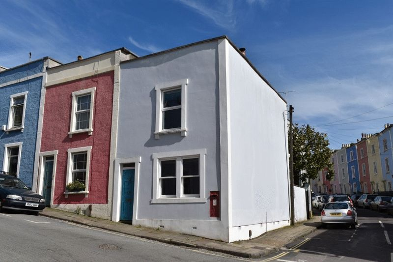 2 Bedrooms Terraced House for sale in Church Lane, Cliftonwood
