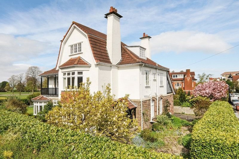 7 Bedrooms Detached House for sale in Downs Park West, Westbury Park