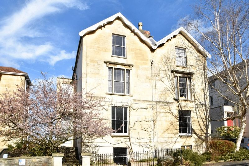 4 Bedrooms Semi Detached House for sale in Victoria Walk, Cotham