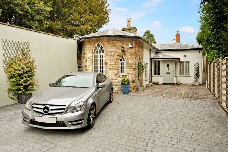 4 Bedrooms Detached House for sale in Stoke Hill, Stoke Bishop