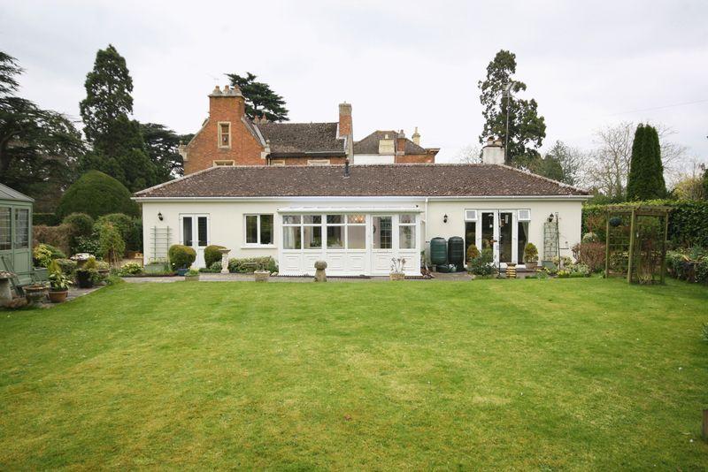 2 Bedrooms Detached Bungalow for sale in Swindon Hall, Swindon Village, Cheltenham