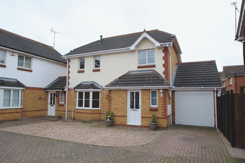 3 Bedrooms Detached House for sale in Curie Close, Rugby