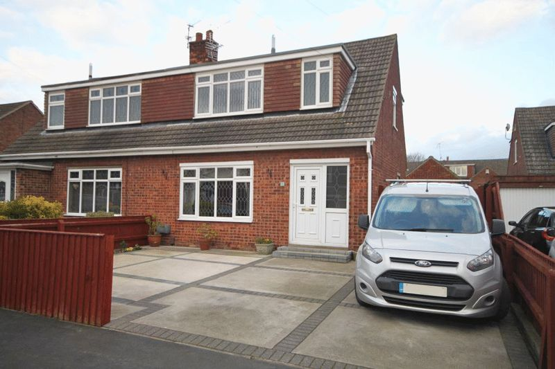 3 Bedrooms Semi Detached House for sale in ROBERT CLOSE, IMMINGHAM