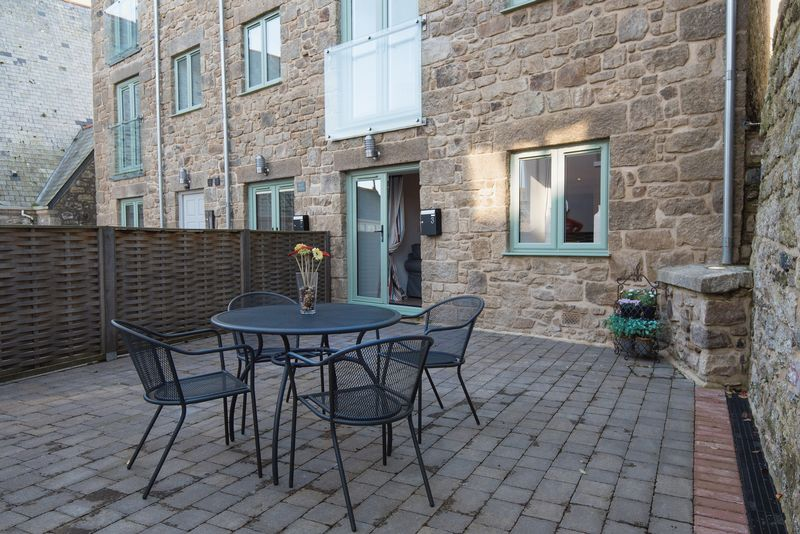 2 Bedrooms Flat for sale in Sunday School Court , St. Ives