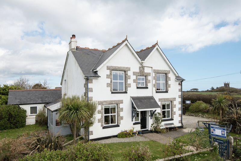 5 Bedrooms Detached House for sale in Ruan Minor, Helston