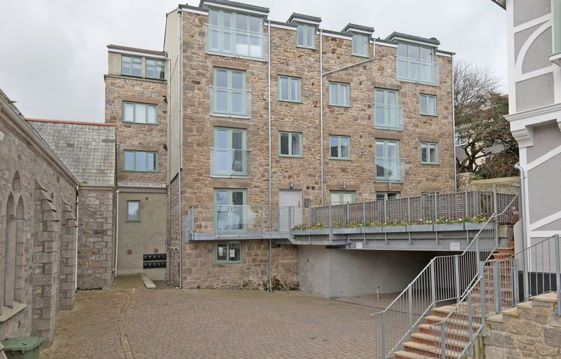 2 Bedrooms Flat for sale in Central St Ives