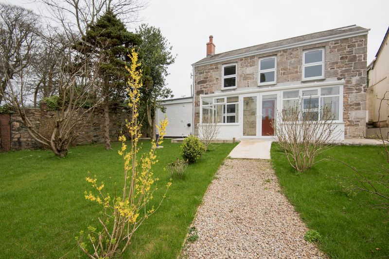 4 Bedrooms Detached House for sale in Central Camborne