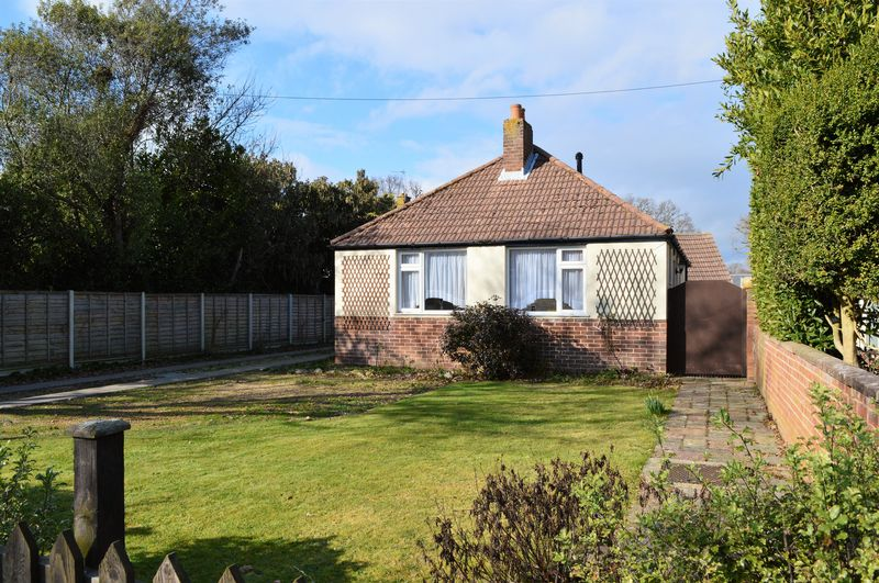 2 Bedrooms Detached Bungalow for sale in Salterns Lane, Hayling Island